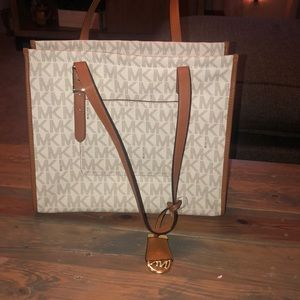 New with tags Michael Kors Darien Tote